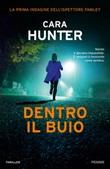 Dentro il buio Libro di  Cara Hunter